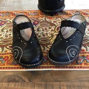 NWOT El Naturalists Leather Clogs